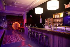 Гибридное кафе в Нью-Йорке
