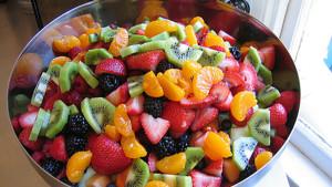 Простой рецепт самого полезного салата в мире. Только фрукты и ничего кроме!