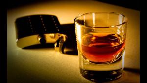 Почему Вы можете (и должны) выпивать по рюмочке виски каждый день?