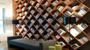 11 креативных книжных полок для любителей читать. Нет ничего лучше бумажной книги!