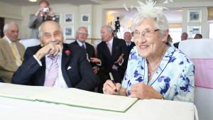 Британские супруги стали самыми старыми молодоженами в мире