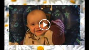 Мама поет песню своему малышу. Его реакция растопит ваше сердце!