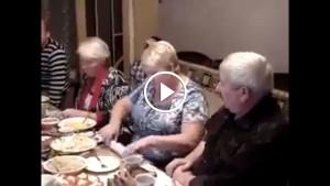 Бабуля жжет