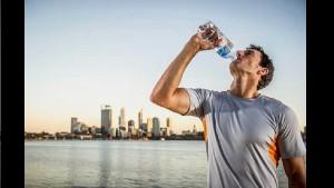 Вот почему нельзя повторно использовать пластиковую бутылку для воды, даже если вы ее помыли