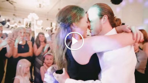 Подружка невесты просто хотела поймать свадебный букет, но такого сюрприза она точно не ожидала!