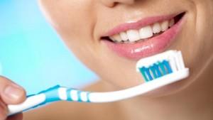 Как сделать лечебную зубную пасту самому?