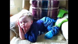Смешных фото, доказывающих, что дети могут заснуть где угодно