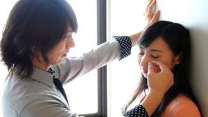 Новая профессия: симпатичные мужчины утешают женщин на работе!