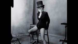 На страницах календаря Pirelli вместо обнаженных моделей появились «успешные женщины» (14 фото)