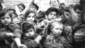 Во время Холокоста мужчина спас 669 детей. Он даже не представлял, что многие из них сидят в зале!