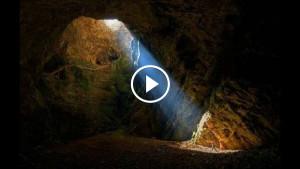 Прогуливаясь по лесу, мужчина наткнулся на эту пещеру. Внутри ее скрывалось целое подземное царство!