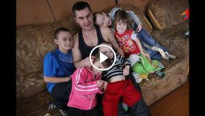 Отец пришел купить ноутбуки детям. То, что зафиксировала скрытая камера, приводит в шок!