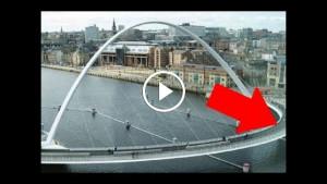 Турист приехал в Англию впервые. Когда он увидел, что делает этот мост, то завизжал от восторга!