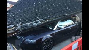 Водитель мусоровоза обрушил на кабриолет Audi S4 крышу парковки (4 фото)