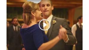 Жених вежливо пригласил маму на танец. Через 20 секунд все гости достали мобильные телефоны…