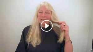 Длинные, неухоженные волосы мешали женщине жить. Вот какой она стала после пары минут в салоне!