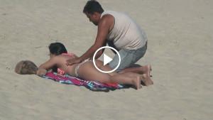 Она попросила незнакомца намазать спину кремом. Стоило ей перевернуться на живот…