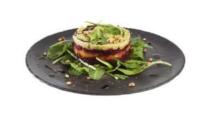 Салат из свеклы, запеченной тыквы и авокадо