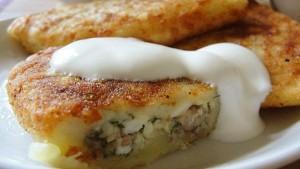 Зразы картофельные с луком и яйцом