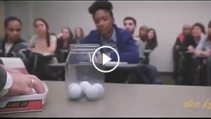Учитель зашел в класс и поставил на стол перед учениками пустую банку