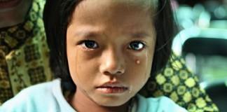 Обрезание индонезийских девочек