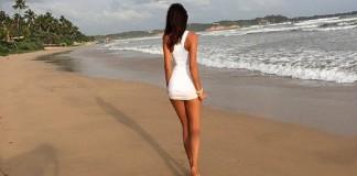 Красивые девушки в коротких платьях