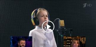 Взрослые угадывают песни в исполнении детей