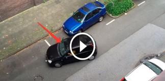 пытается припарковаться эта девушка