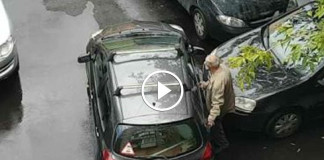 дедуля отжег на парковке